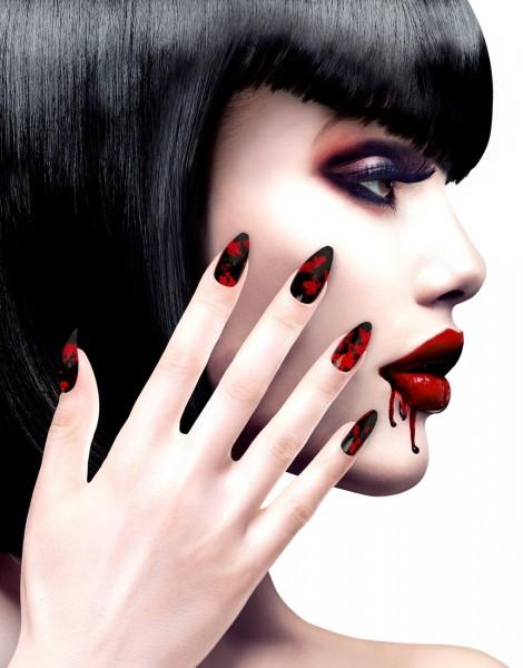 12 unghie insanguinate
