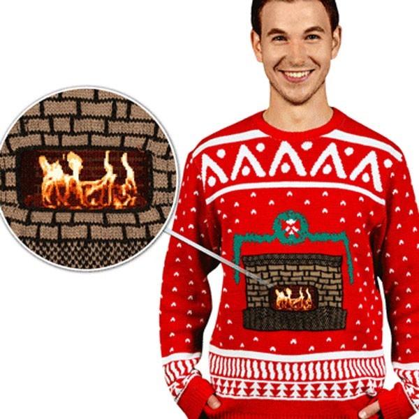 Jersey navideño con chimenea encendida