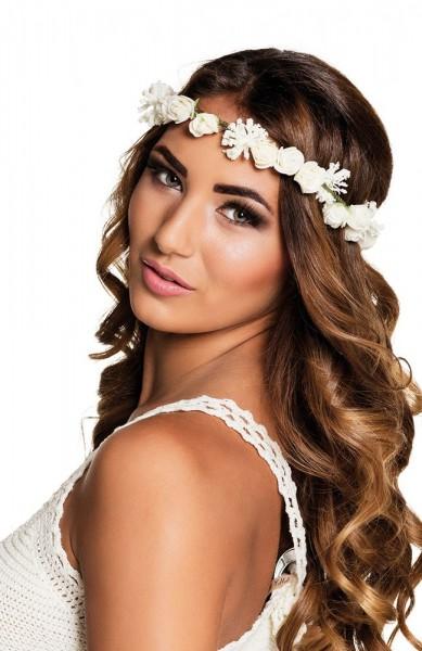 Encantadora corona floral de cabello blanco