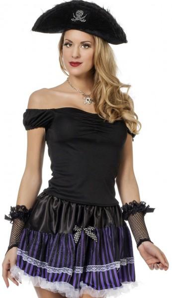 Czarny damski top z odkrytymi ramionami