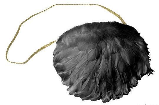 Bolso de plumas negras