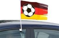 Zerrissene Autofahne Deutschland mit Fußball
