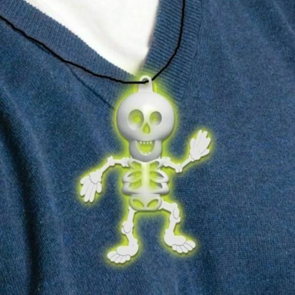 Halskette mit leuchtendem Skelett