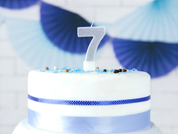Number 7 cake candle silver gloss 7cm