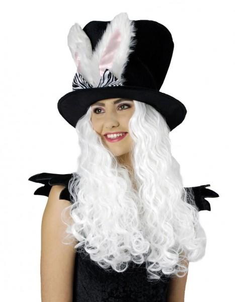 Schwarzer Hut mit Hasenohren