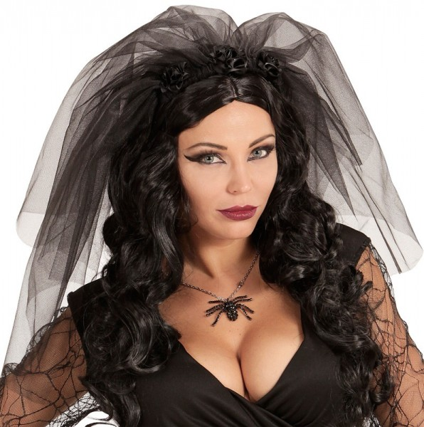 Schwarzer Brautschleier mit Rosen
