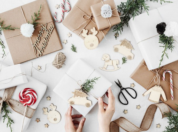 10 wooden Christmas tags natural