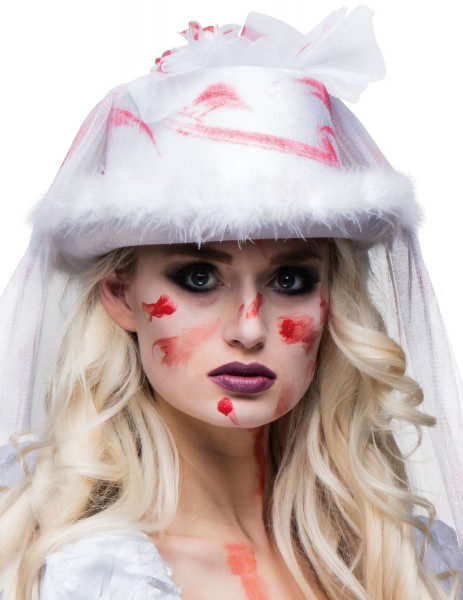 Chapeau de mariage taché de sang