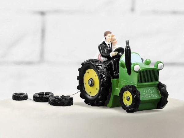 Torta rurale della sposa e dello sposo con il trattore