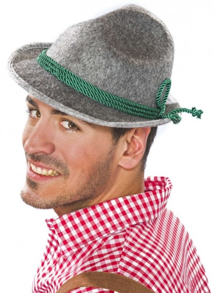 Marte traditionele hoed met groen trekkoord