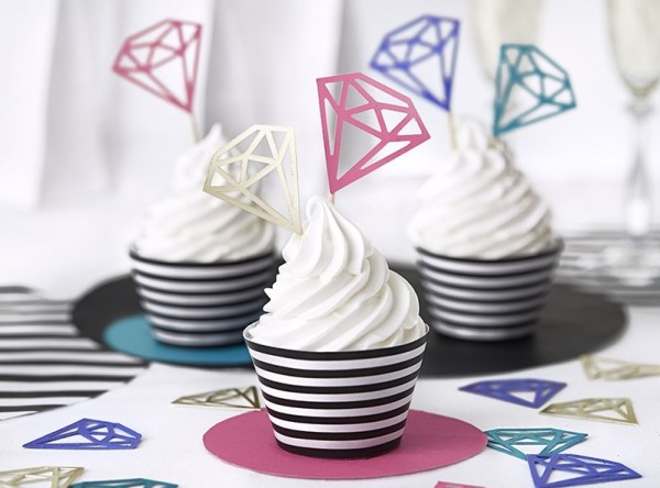 6 black and white cupcake molds