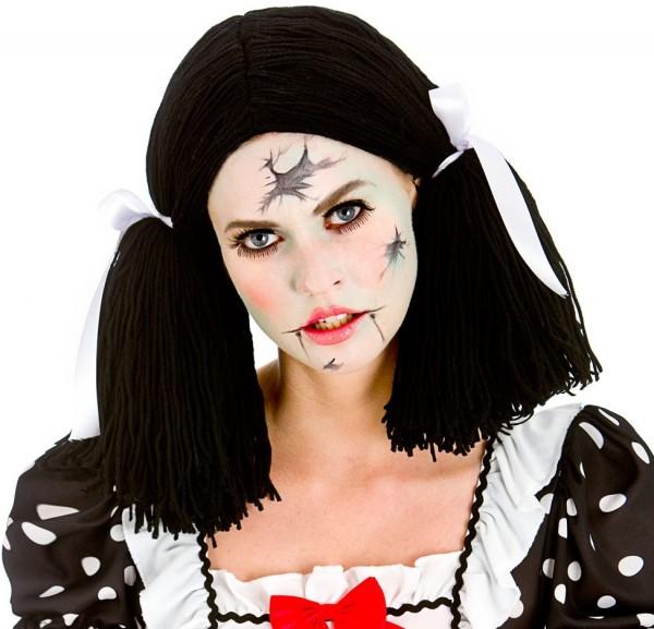 Perruque de poupée d'horreur avec des nattes